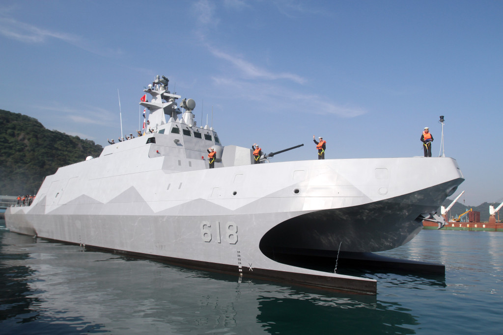 """Taiwan navy sailors and officers wave as Taiwan made patrol guard Corvette """"Tuo Jiang"""" sets sail during the handover ceremony at Suao port in Yilan county, northeast of Taiwan, Tuesday, Dec. 23, 2014. (AP Photo/Chiang Ying-ying)"""