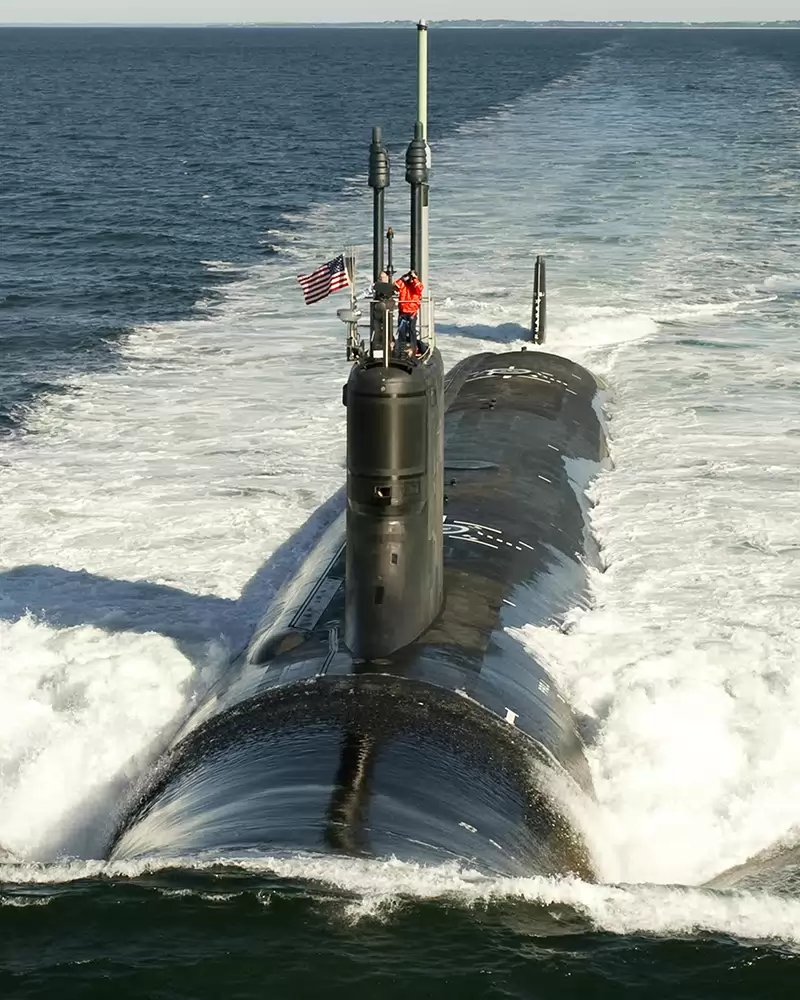 In Virginia-class SSNs, traditional periscopes have been supplanted by two photonics masts that host visible and infrared digital cameras atop telescoping arms