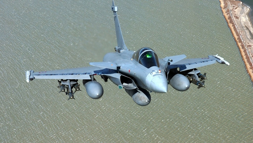 Composite materials are extensively used in the Rafale and they account for 70% of the wetted area. They also account for the 40% increase in the max take-off weight to empty weight ratio compared with traditional airframes built of aluminium and titanium