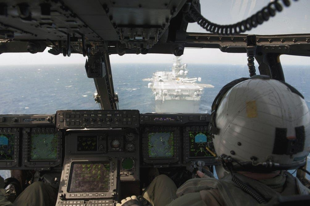 An MV-22 Osprey prepares to land on board USS America on 19 July 2014 in the Caribbean Sea (U.S. Navy)
