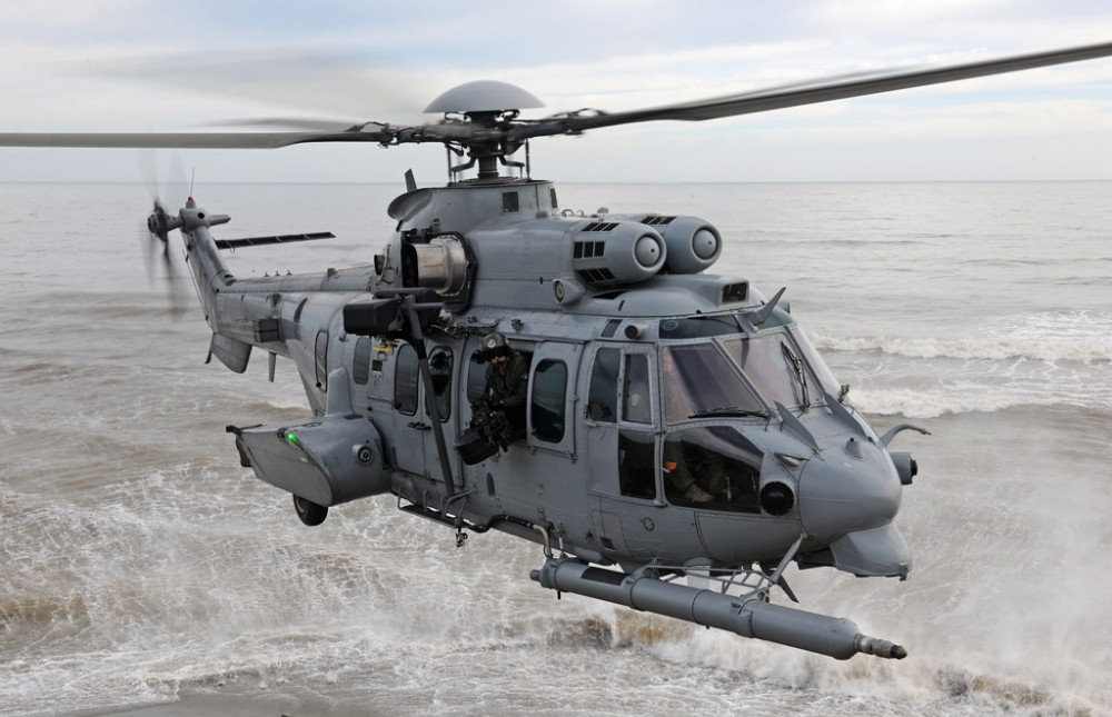 The high load capacity and easy cabin access of the H225M, combined with fast cruise speed, long range and in-flight agility make this aircraft the perfect tactical transport helicopter for troops and cargo
