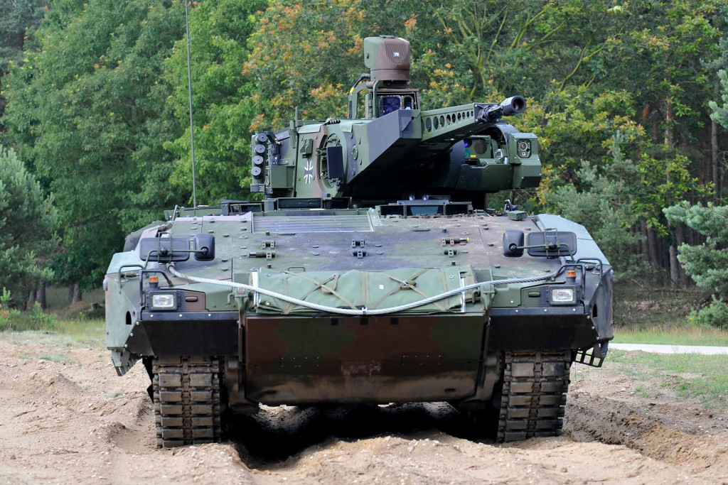 The chassis incorporates a key PUMA concept approach, the compact, full-length crew compartment for the entire crew, i.e. driver, gunner and commander as well as the infantry squad consisting of six soldiers