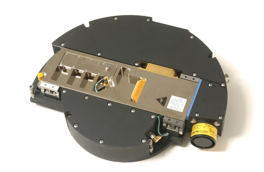All Viper Mid-IR Laser components, including all wavelength conversion and beam- forming optics controller and power supply, fit in a 13-inch/33-cm diameter × 2-inch/5-cm high chassis, weighing less than 10 pounds/4.5 kg