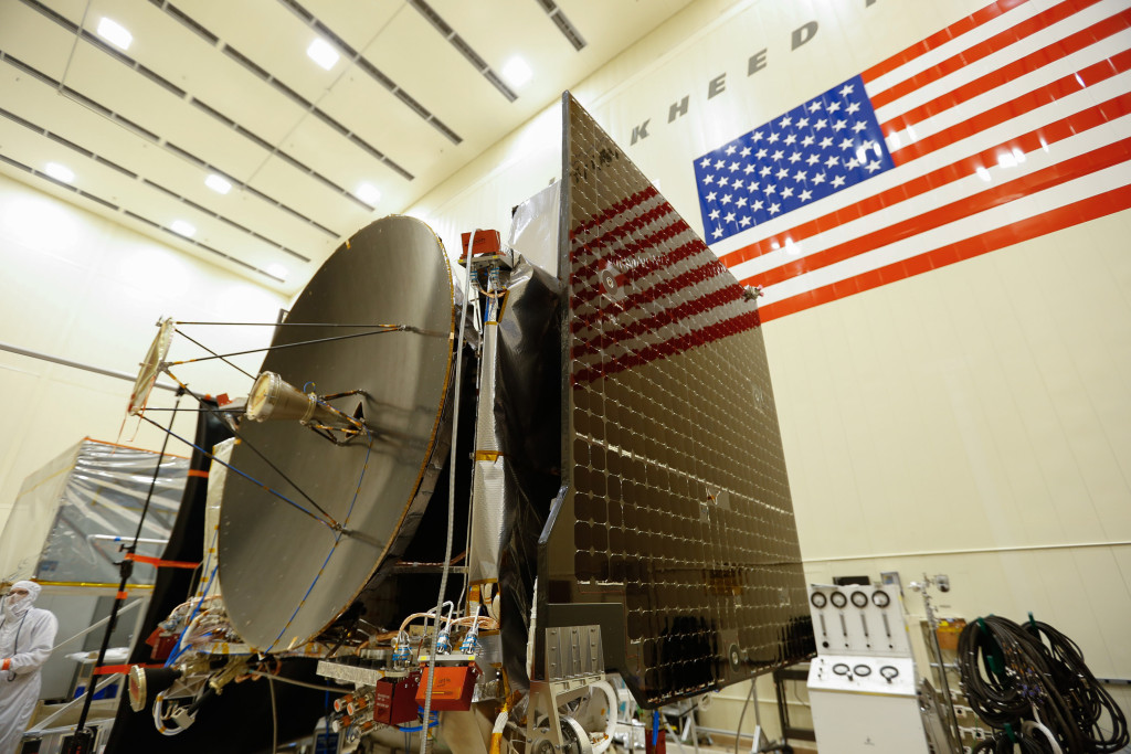 The high gain antenna and solar arrays were installed on the OSIRIS-REx spacecraft prior to it moving to environmental testing