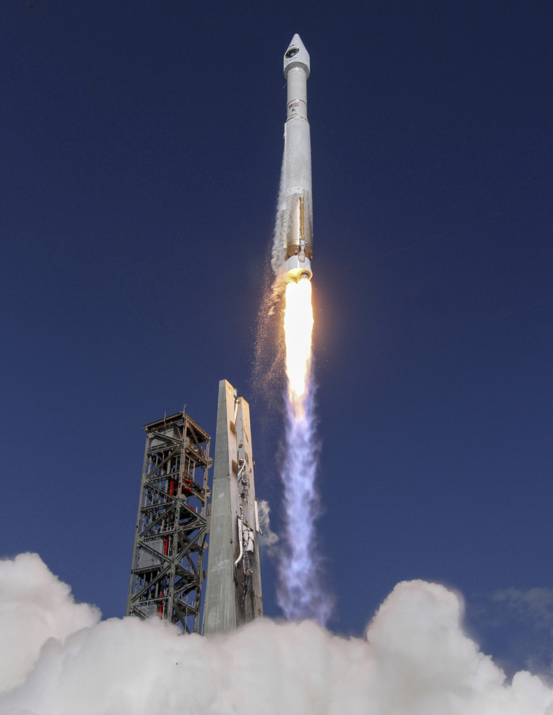 An Atlas V rocket, with the GPS IIF-11 satellite