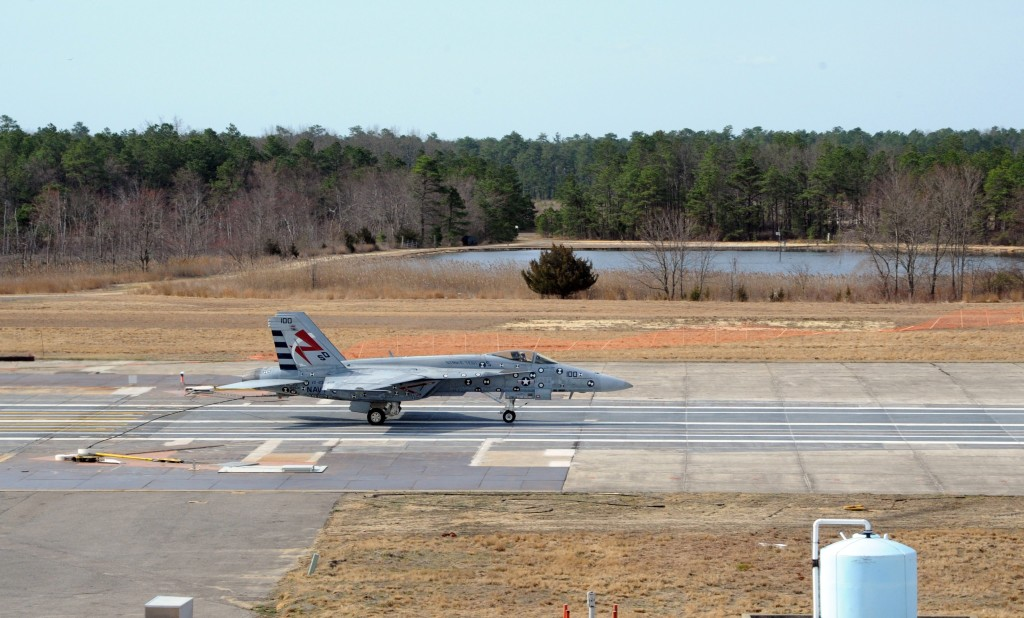 F/A-18E Super Hornet lands with the Advanced Arresting Gear at Joint Base McGuire-Dix-Lakehurst, in Lakehurst, New Jersey, on March 31, 2016 (US Navy Photo)