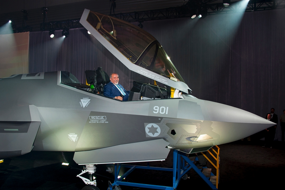 Israel's Minister of Defense Avigdor Liberman views the cockpit of the first Israeli Air Force (IAF) F-35A Lightning II, known as the «Adir», meaning «Mighty One» in Hebrew, at the Lockheed Martin F-35 production facility in Fort Worth, Texas, June 22