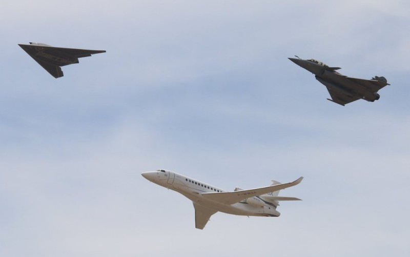 The Istres-Le Tubé air force base 125 Air Show, June 04-05th, 2016 – nEUROn, Falcon 8X and Rafale in flight