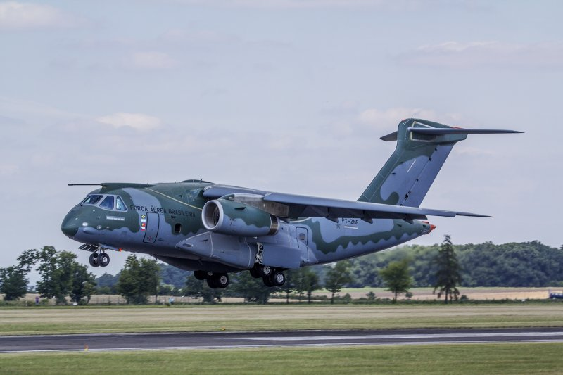 The prototype of Embraer's KC-390 transport/tanker aircraft takes off from Vodochody airfield at the conclusion of its visit to Aero, the Czech company that is a risk-sharing partner in the program (Aero photo)