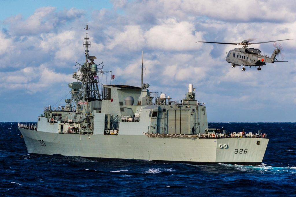 A Cyclone helicopter approaches HMCS Montréal (FFH-336) during SPARTAN WARRIOR 2016 off the east coast of North America in October 2016