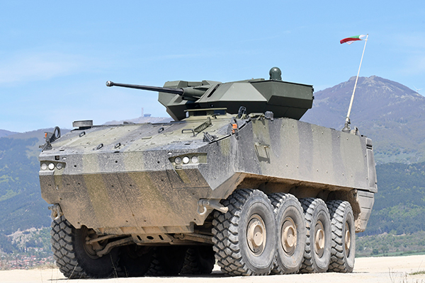 General Dynamics European Land Systems demonstrates the Piranha 8×8 Wheeled Armoured Vehicle to the Bulgarian Army (GDELS photo)