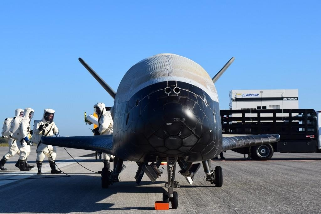 The Air Force's X-37B Orbital Test Vehicle mission 4 lands at NASA 's Kennedy Space Center Shuttle Landing Facility, Florida, May 7, 2017 (U.S. Air Force courtesy photo)