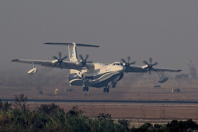 China's first home-grown large amphibious aircraft AG600 takes off at the Jinwan Civil Aviation Airport in Zhuhai, south China's Guangdong Province, December 24, 2017. AG600, code named «Kunlong», completed its maiden flight on Sunday (Xinhua photo)