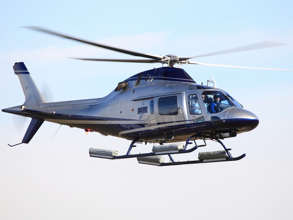 Leonardo modern weapons the most spacious and most powerful light single engine helicopter fandeluxe Image collections