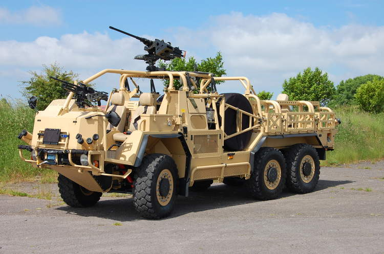 The Supacat HMT Extenda is a convertible to 4×4 or 6×6 configuration by inserting or removing a self-contained third axle unit to meet different operational requirements (Supacat photo)