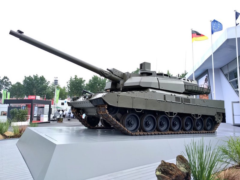 The European tank unveiled by KMW and Nexter at Eurosatory 2018 in Paris mates the three-man turret of the French Leclerc with the hull of the German Leopard 2A7, and symbolizes the future French-German tank (Twitter photo)